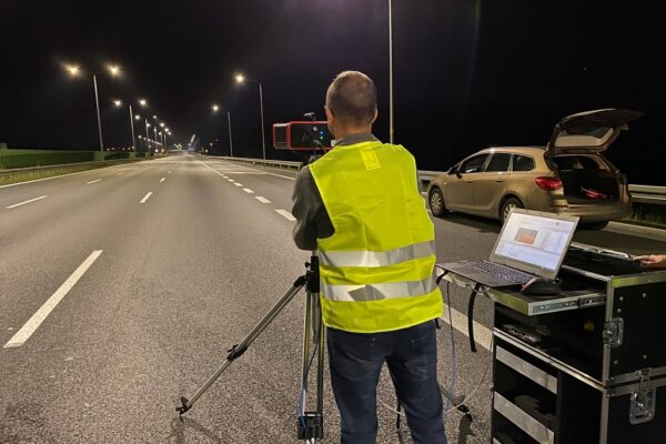 How to measure the luminance distribution of the road lighting?