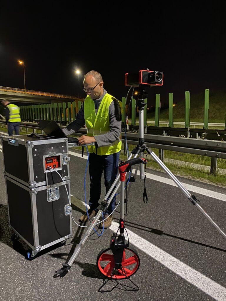 gl optic luminance measurement on the road